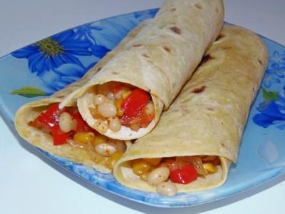 Буррито с фасолью, кукурузой и овощами - PB100065.JPG