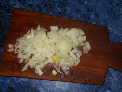 Овощное рагу с картофелем и яблоками - лук.jpg