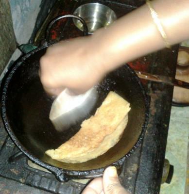 Питха - традиционное блюдо Бангладеш и Западной Индии - Свернуть блин.jpg