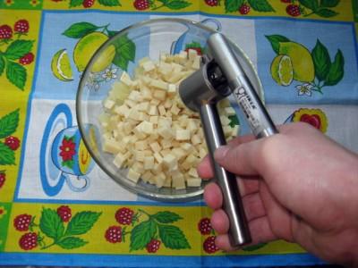 Салат из ананаса, чеснока и сыра - Салат из ананаса с сыром_4.JPG