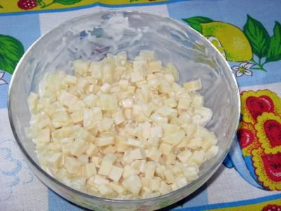 Салат из ананаса, чеснока и сыра - Салат из ананаса с сыром_6.JPG