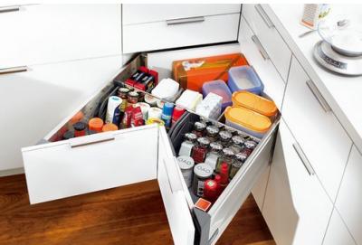 Комфорт на кухне – современные кухонные гарнитуры - угловые ящички.png