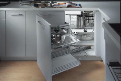 Комфорт на кухне – современные кухонные гарнитуры - и дверца и полка.jpg